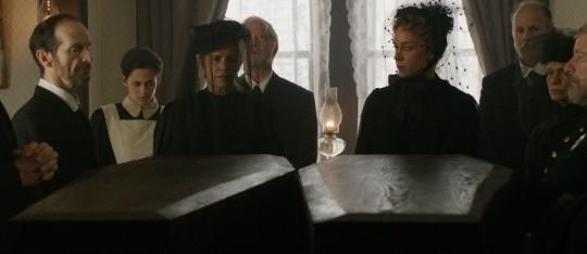 LIZZIE: première image du film avec Kristen Stewart et Chloe Sevigny