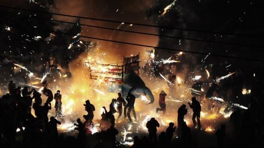 BRIMSTONE & GLORY: des images étonnantes d'un doc sur les feux d'artifice