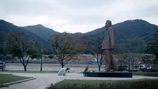 MIS-PRESIDENT: gros plan sur un ovni venu de Corée